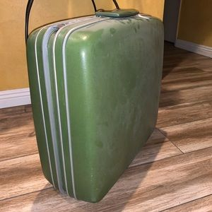 Green Travel Case!
